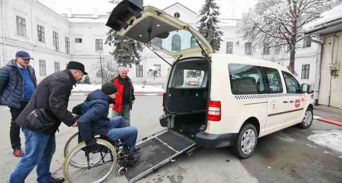 Primăria Turda a eliberat prima autorizație taxi pentru un vehicul accessibil persoanele cu dizabilităti