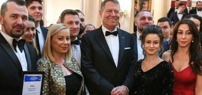 Georgiana Sima alături de Președintele Klaus Iohannis la Gala Premiilor TNL