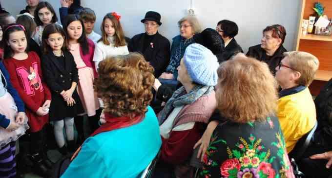 Elevii din Câmpia Turzii au confectionat martisoare și felicitări pentru mamele și bunicii lor