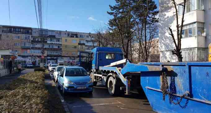 La Turda continuă curățenia de primăvară și acțiunile de toaletare a copacilor și spațiilor verzi