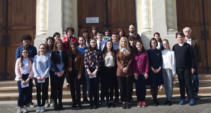 """Rezultate deosebite ale elevilor Colegiului Naţional """"Mihai Viteazul"""" Turda la olimpiadele şi concursurile şcolare"""
