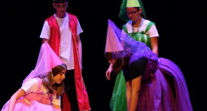 """Trupa de teatru """"Vector in fabula"""" de la Școala Gimnazială """"Teodor Murășanu"""" Turda, Premiul I în Italia, la Sanremo"""