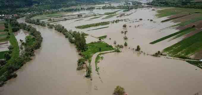 Foto/VIDEO: Inundațiile au făcut prăpăd în județul Cluj! Someșul a ieșit din matcă în mai multe sate și comune clujene!