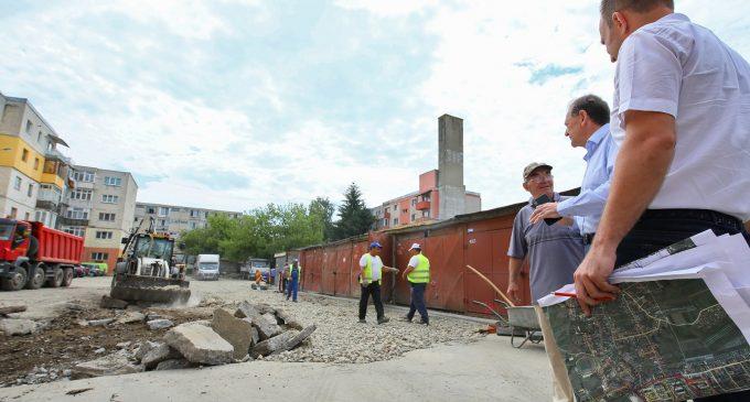 Au început lucrările și în cartierul Băi, unde vor fi asfaltate 20 de străzi