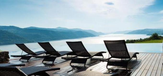 Top 10 pensiuni cu piscine fabuloase, pentru o vacanță în România