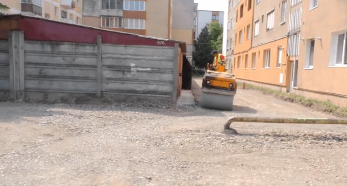 Lucrările de reabilitare și modernizare a infrastructurii stradale și pietonale din orașul nostru continuă