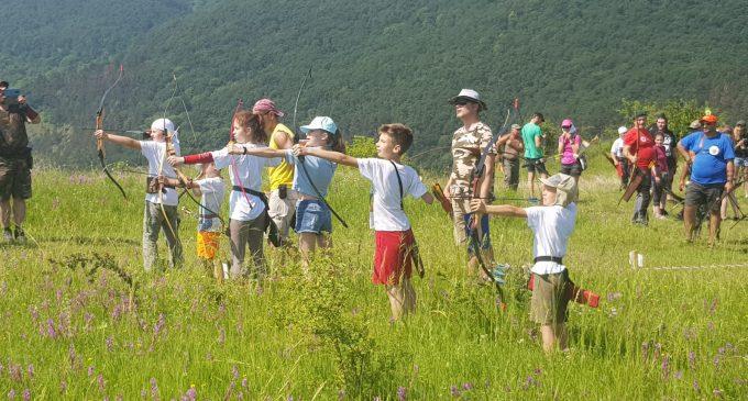 Peste 30 de arcași au fost în weekend la Cheile Turzii