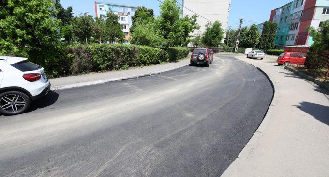 Foto: A fost finalizată asfaltarea străzii Baladei din municipiul Turda