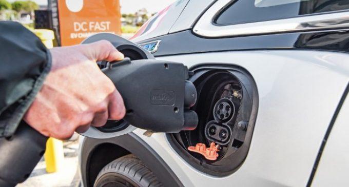 Până la 45.000 lei de la stat pentru cumpărarea unei mașini electrice sau hibrid
