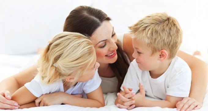 Mamele se vor putea pensiona cu 6 ani mai repede! Legea a fost publicată în Monitorul Oficial