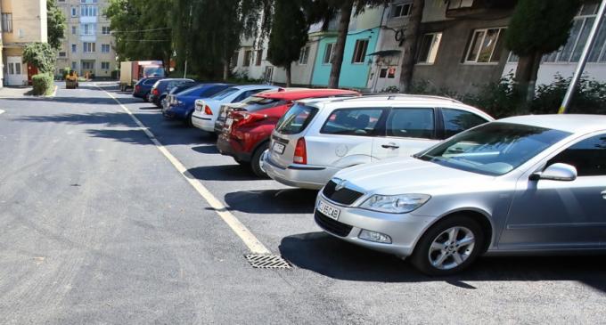 Au fost finalizate lucrările de modernizare în curțile interioare ale blocurilor de pe strada Lotus