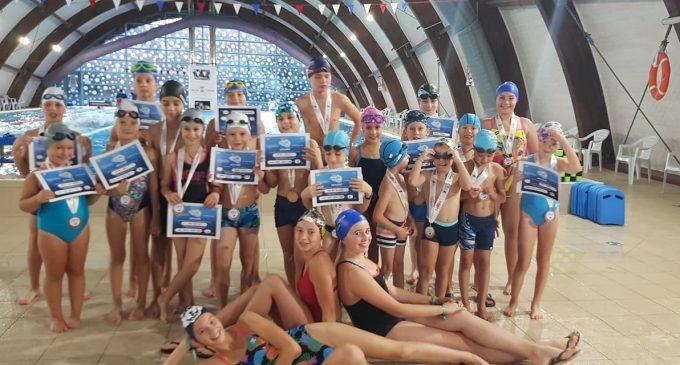 """Delfinii turdeni au participat la """"Sărbătoarea înotului"""", un maraton de înot inedit"""