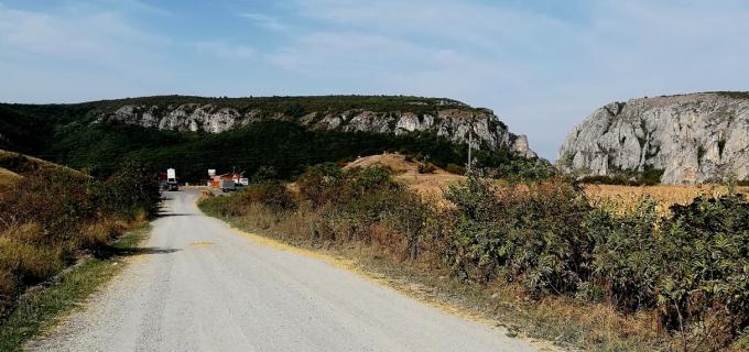 Consiliul Județean execută pe drumul județean 103G Săndulești – (DJ 103I) Cheile Turzii lucrări ce se vor finaliza cu așternerea de covor asfaltic
