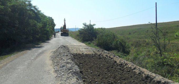 Consiliul Județean a demarat ample lucrări de întreținere pe drumul județean 150 Mociu – Frata – Viișoara