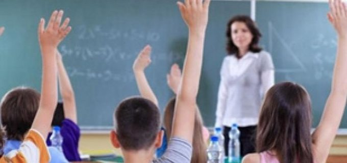 Cele 3 scenarii propuse de vicepremierul Raluca Turcan pentru anul școlar în curs, inclusiv repetarea anului