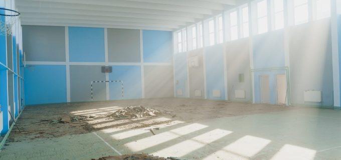 """Sala de sport apartinând Liceului Teoretic """"Pavel Dan"""" a intrat într-un proces amplu de modernizare!"""