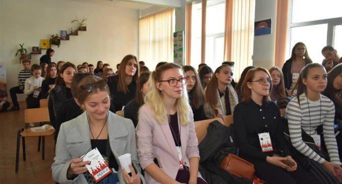 48 de liceeni din Turda si Câmpia Turzii au participat la Turda Debate Cup!