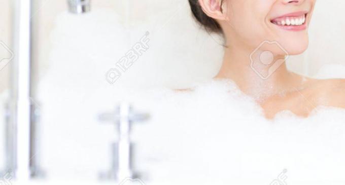 Alertă sanitară! Două geluri de duş, comercializate în reţeaua Kaufland au fost retrase de la vânzare după ce s-au găsit bacterii care pot cauza infecţii ale pielii