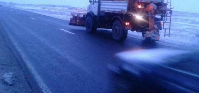 La nivelul județului Cluj se acționează, pe mai multe sectoare de drum, pentru combaterea fenomenului de polei