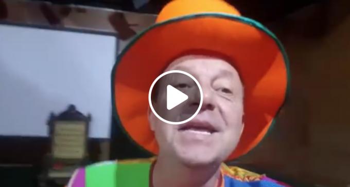 Magicianul Marian Râlea îi invită pe cei mici la un program special la Teatrul din Turda