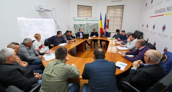 O nouă ședință de lucru cu o parte din antreprenorii care desfășoară lucrări de modernizare a infrastructurii în municipiul Turda