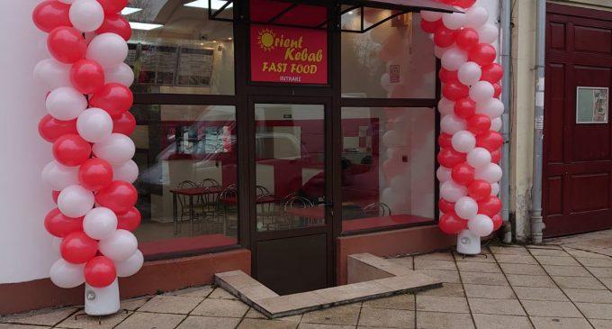 FOTO. S-a deschis un nou fast food în Turda: Orient Kebab.