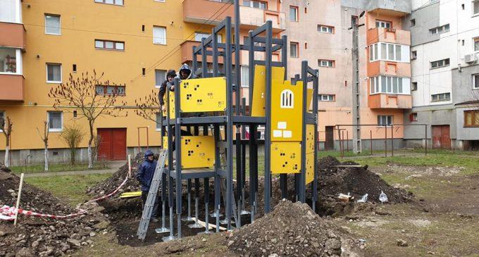 Dorin Lojigan: Continuăm modernizarea locurilor de joacă din municipiul Câmpia Turzii