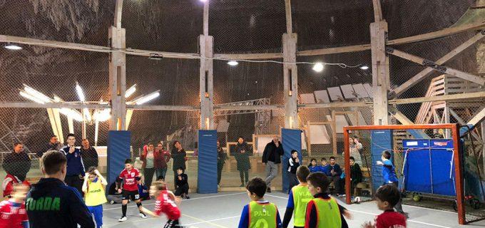 Meci demonstrativ de mini-handbal în Salina Turda