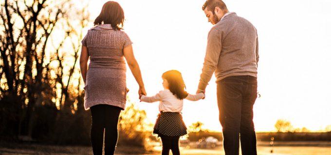 Zile Libere PLĂTITE pentru părinții care stau acasă cu copiii, în contextul actual