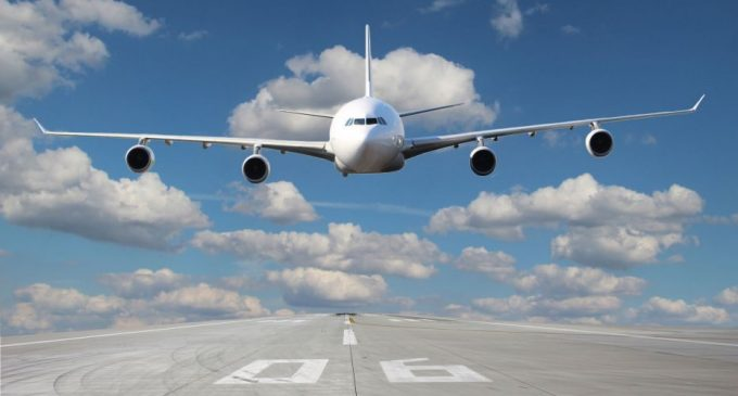 Cum își despăgubesc operatorii aerieni clienții de pe cursele anulate din cauza coronavirusului. Ce au anunțat Wizz Air, Tarom și Blue Air