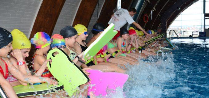 Bazinul de înot Turda anunță programul cursurilor de înot și prețurile abonamentelor pentru copii și adulți