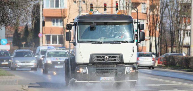 VIDEO/FOTO: Acțiune de dezinfecție a străzilor, trotuarelor și spațiilor publice din Turda