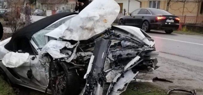 O persoană a decedat, într-un ACCIDENT rutier la Războieni. Un Porsche și un VW Touareg, implicate