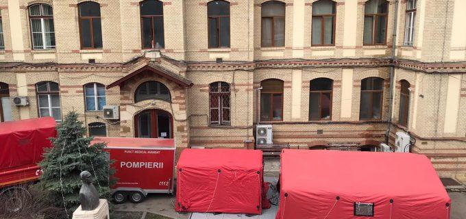 Corturi de triaj în fața Clinicii Medicală I Cluj pentru a sprijini Spitalul de Boli Infecțioase