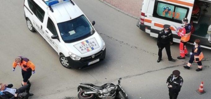FOTO: Motociclist autoaccidentat în sensul giratoriu de pe strada Libertatii (Turda)