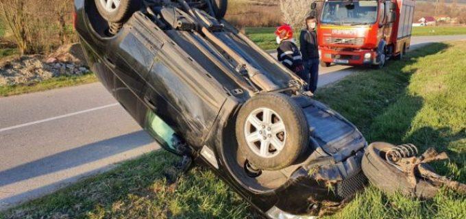 FOTO: Accidente spectaculoase pe autostrada A1 şi un drum judeţean. Două persoane au fost rănite.