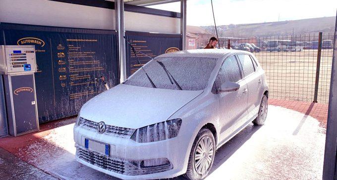 VIDEO: O nouă spălătorie automată în Turda, singura care utilizează spumă de tip frișcă!