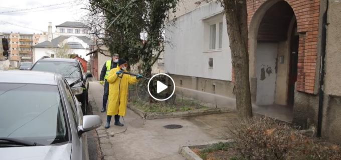 VIDEO: Procesul de dezinfecție a scărilor de blocuri este în desfășurare la Turda. Vezi programul pe următoarele zile.