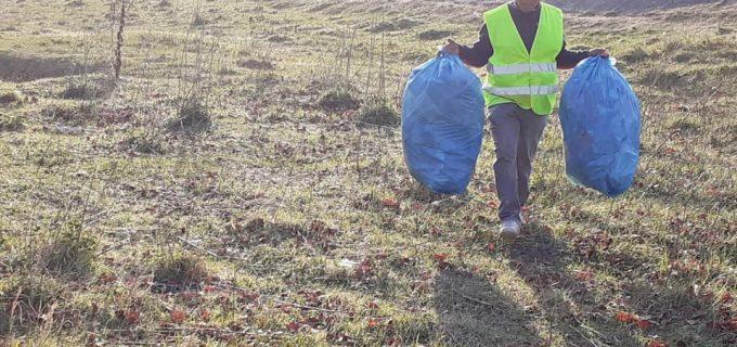 Primaria Turda: Echipa de salubritate actioneaza pentru igienizarea malului Ariesului