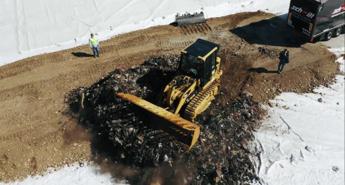 VIDEO: Prima mașină de gunoi a intrat în noul centru pentru managementul integrat al deșeurilor