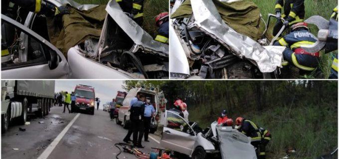 Un mort şi un rănit în urma impactului puternic dintre o mașină şi un TIR lângă AIUD