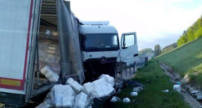 VIDEO: Autostrada Transilvania blocată partial în urma unui accident rutier