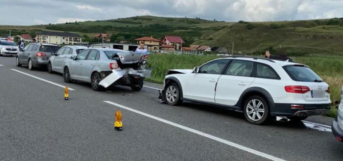 Accident rutier pe Varianta Cluj Est cu 4 autoturisme și 3 victime transportate la spital