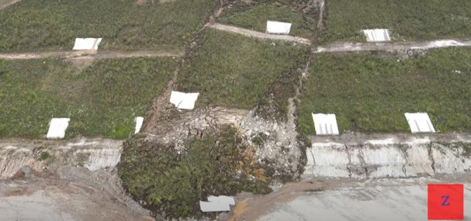 VIDEO: Alunecare de teren masivă pe lotul 1 al Autostrăzii Sebeş-Turda