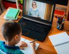 Legea privind educația online, promulgată de Iohannis. Profesorii și elevii vor primi, la cerere, o tabletă sau un laptop