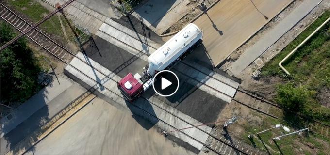 VIDEO/FOTO: Prima trecere la nivel cu calea ferată a fost modernizată pe str. 22 Decembrie