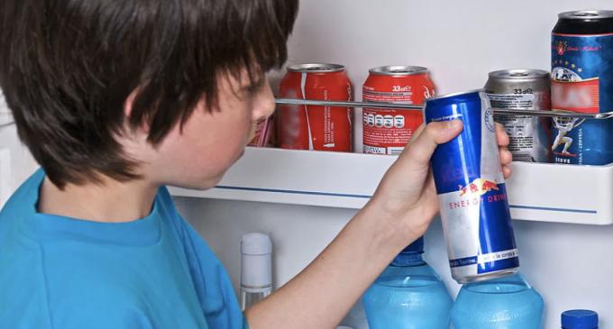 Minorii NU mai au voie să cumpere băuturi energizante! Guvernul vrea sa interzica vânzarea in spitale si scoli