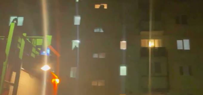 VIDEO: Incendiu într-un bloc, la etajul 3, pe strada Oțelarilor