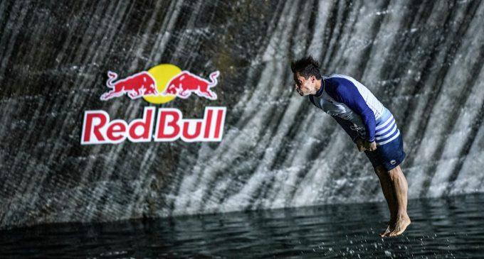 VIDEO: Premieră mondială la Red Bull Cliff Diving în Salina Turda! Prima săritură la 120m sub pământ!
