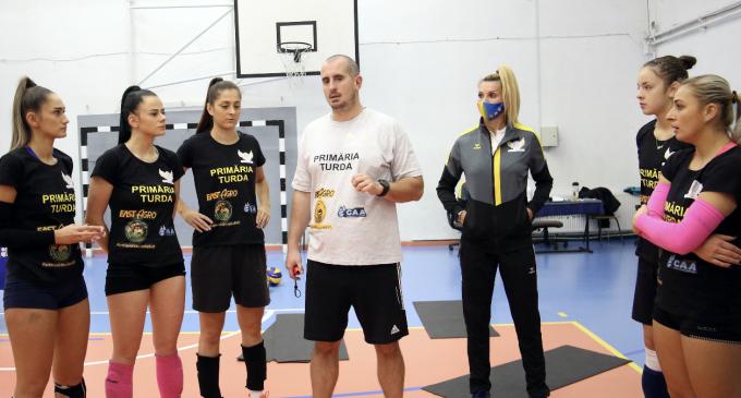 Bogdan Tănase este noul antrenor principal din staff-ul Cristinei Pîrv. Echipa ACS Volei Turda își dorește promovarea în Divizia A1